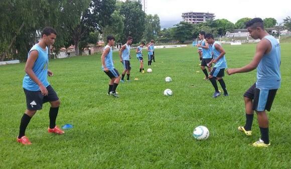 Alunos da Rede Municipal de Ensino contam com aulas de futebol