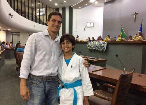 Judoca autista é homenageado em sessão solene na Assembleia Legislativa do Tocantins