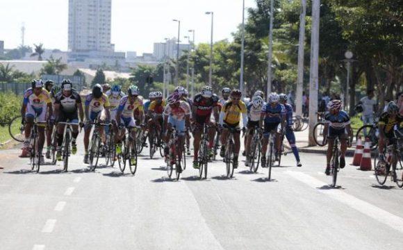Prova de ciclismo reúne mais de 40 atletas em Araguaína