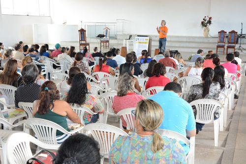 Mais 300 pessoas participam de encontro para criação de grupos antidrogas em Araguaína