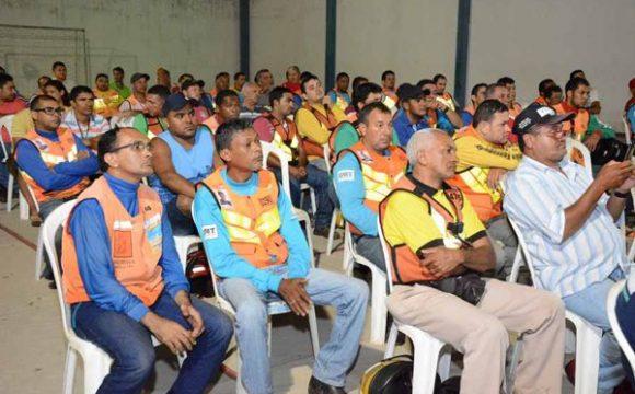 Taxistas e mototaxistas solicitam combate urgente ao transporte clandestino