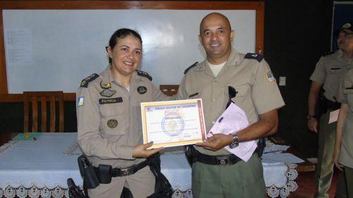 Policiais militares recebem certificado do PROERD Pais em Araguaína