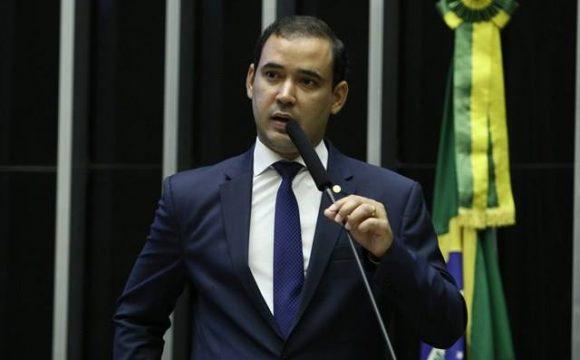 Vicentinho Júnior foi o único parlamentar da Bancada Tocantinense a votar a FAVOR DOS SERVIDORES na madrugada desta quarta-feira