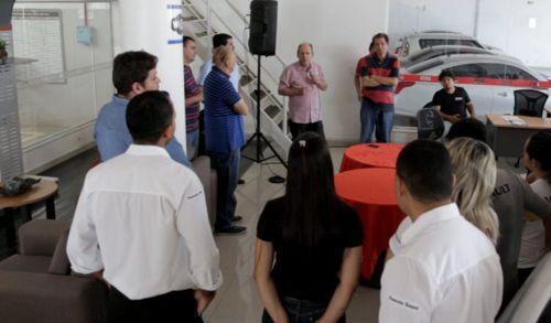 Ronaldo Dimas critica falta de investimentos em educação por gestões anteriores