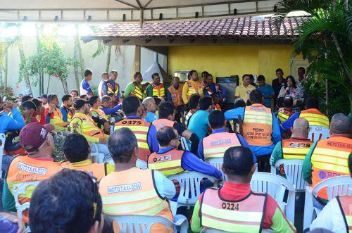 Valderez se reúne com centenas de mototaxistas e garante valorização e fortalecimento da classe