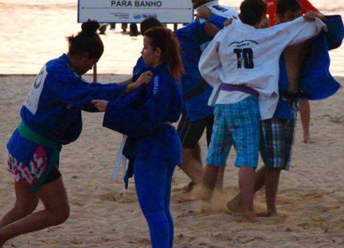 """Judocas de Palmas """"invadem"""" a Praia da Graciosa"""