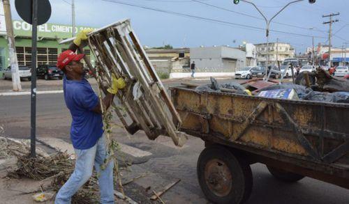 Limpeza da Prefeitura retira mais de 100 toneladas de lixo das ruas após forte chuva
