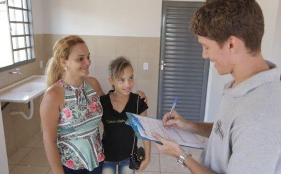 Beneficiários do Residencial Lago Azul 4 fazem vistoria das casas