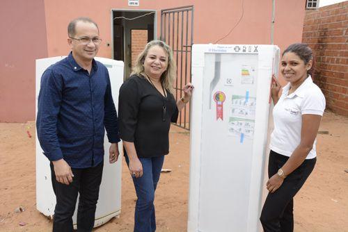 Com parceria da Prefeitura, araguainenses recebem geladeiras neste Natal