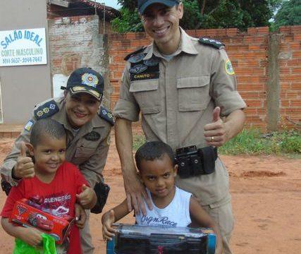 Policiais Militares visitam creche e entregam presentes às crianças em Araguaína
