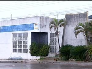 Moradores cobram reabertura de unidade de saúde fechada há 6 anos