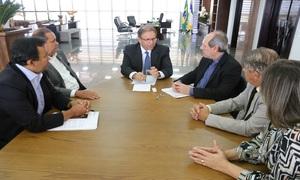 Governo do Estado discute demandas para Araguaina