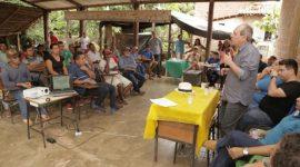 Na zona rural, Dimas dá orientações sobre implantação de Laticínio Municipal