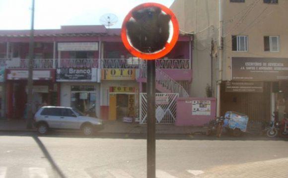 Pichação e furto de placas de trânsito trazem prejuízos à população