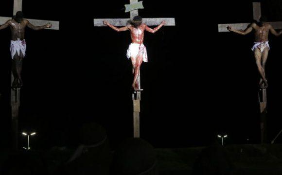 Em Araguaína, encenação da Via Sacra emociona atores e público