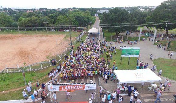 Atletas profissionais e amadores juntos na Corrida do Trabalhador de Araguaína
