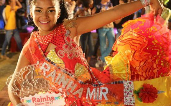 Maria Gabryelle da Silva, da Encantos do Luar, é a Rainha Mirim Municipal 2017