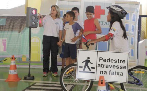 Alunos de escolas municipais têm aula diferenciada sobre trânsito