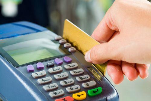 Senado aprova MP que permite preços diferentes para cada forma de pagamento