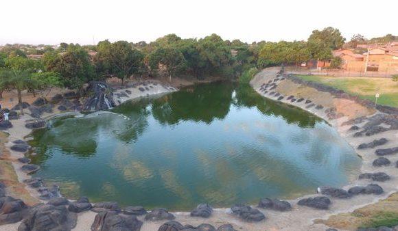 Lago do Parque Cimba conta com cachoeira e paisagismo sustentável