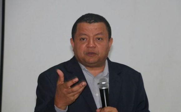 """""""Poderosos querem o povo cada vez mais dependente do Estado"""", diz Márlon Reis em palestra a estudantes no Bico"""