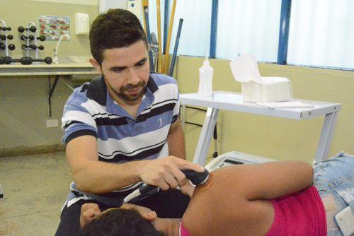 No Dia do Fisioterapeuta, especialista conta que profissão foi escolhida após voltar a andar