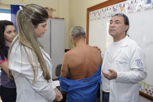 Campanha Janeiro Roxo alerta contra hanseníase em Araguaína