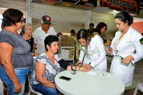 Prefeitura homenageia mulheres feirantes no Mercado Municipal