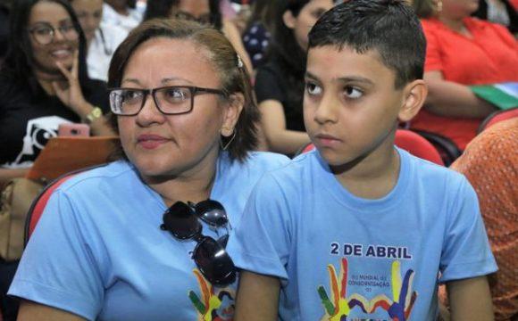 Mais de 300 pessoas participam do 1º Simpósio Conhecendo o Autismo em Araguaína