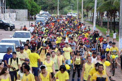 Pedal Amarelo leva dicas e sensibiliza araguainenses nas ruas de Araguaína