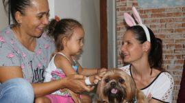 Projeto Cãoterapia promove alegria e interação para as crianças internadas no HMA